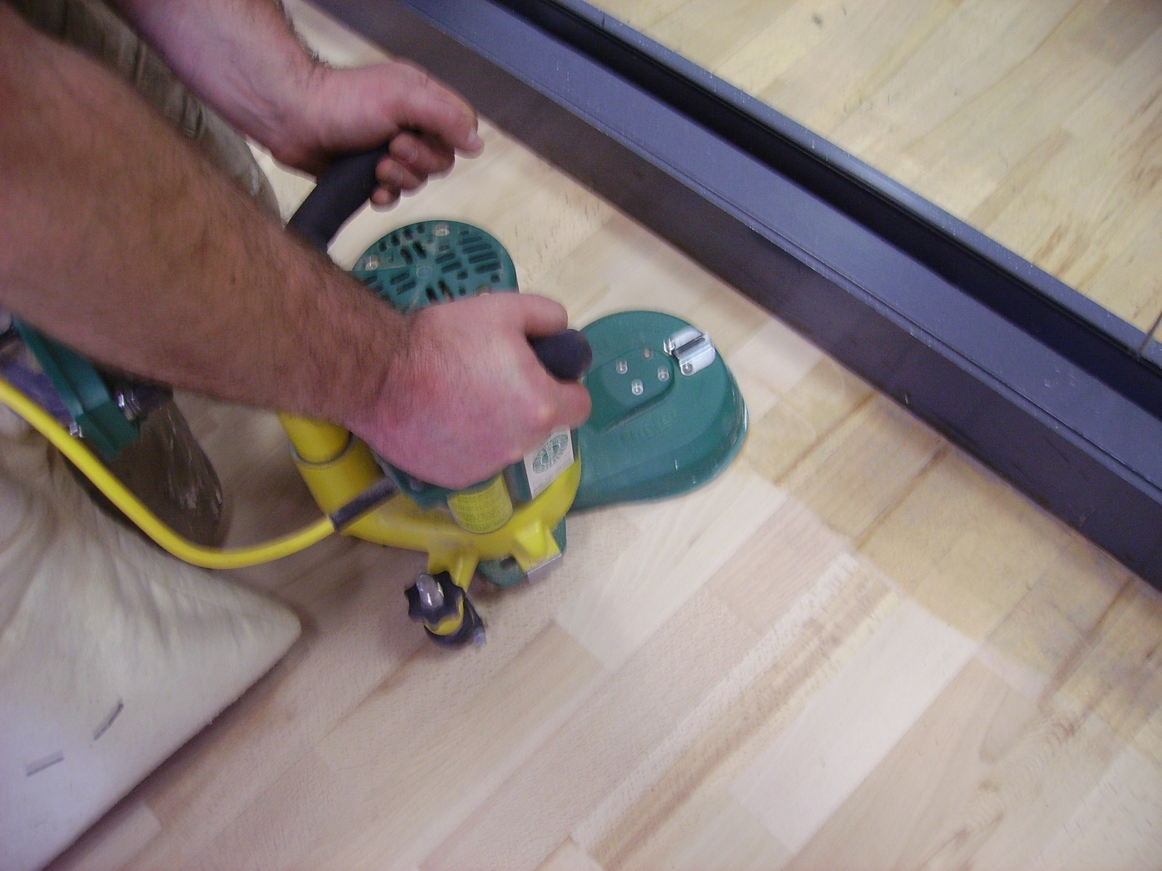 Sanding floor edges