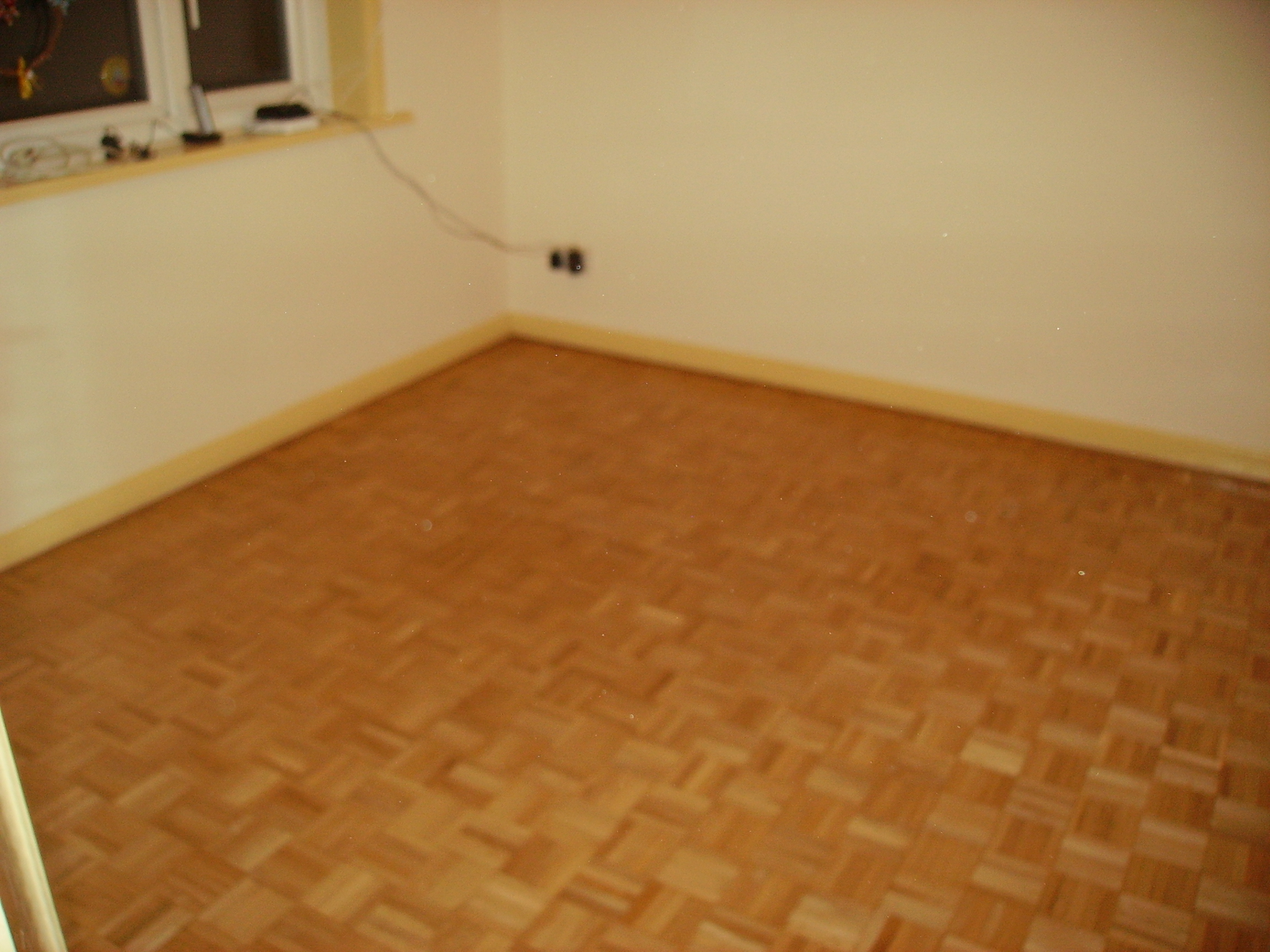 Parquet flooring sanding and varnishing